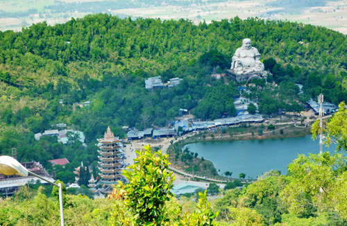CẤM MOUTAIN TOURIST SITE